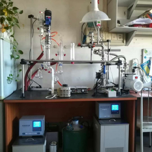 Laboratory (short range) molecular distillation